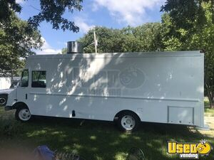 32' Chevrolet P32 Low Mileage Diesel Mobile Kitchen Food Truck for Sale in Missouri!!