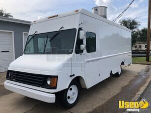 Workhorse P32 Kitchen Truck Food Truck for Sale in Missouri!!!