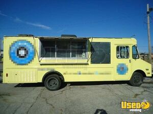 Chevrolet P30 Step Van Kitchen Food Truck / Used Mobile Kitchen Unit for Sale in Missouri!!!