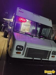 Lightly Used 2005 Diesel Workhorse P42 Fully-Loaded Kitchen Food Truck for Sale in New Jersey!