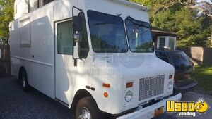 2002 24' Workhorse Chevrolet 350 Food Truck with Restroom / Used Mobile Kitchen in New York!