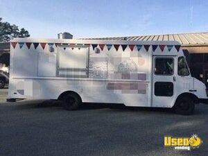 2001 - 26' Diesel Chevy Workhorse P30 Kitchen on Wheels for General Use for Sale in North Carolina!