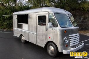 Lightly Used Grumman Step Van Food Truck for General Use in Sparkling Condition for Sale in Ohio!