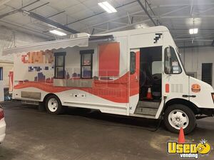 2003 26' Chevrolet Workhorse P42 Step Van Food Truck/Very Clean Kitchen on Wheels for Sale in Ohio!