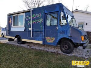 Chevrolet 23' P30 Step Van Food Truck / Pizza Truck Mobile Kitchen for Sale in Ohio!