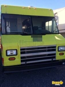 Freightliner Mobile Kitchen Food Truck for Sale in Oklahoma!!!