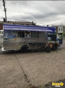 Chevy P30 Food Truck with Amazing Kitchen for Sale in Pennsylvania!!!