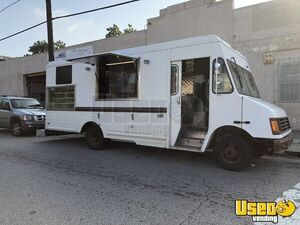 2004 25' Workhorse Step Van Beverage/Ice Cream/Cold Food Truck for Sale in Pennsylvania!