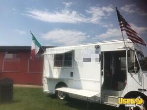 Workhorse Mobile Kitchen Food Truck for Sale in Pennsylvania!!!