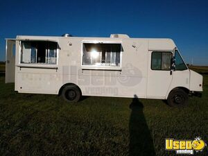 Amazing 2001 Workhorse 26.5' Step Van Used Kitchen Food Truck for Sale in South Dakota!