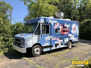 Used Freightliner Utilimaster Step Van Kitchen Food Truck / Mobile Kitchen Unit Tennessee!