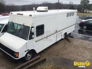 2004 Chevy P30 Workhorse Mobile Kitchen Food Truck for Sale in Tennessee!!!
