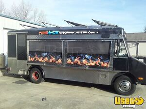 22' Chevrolet P30 Step Van Food Truck / Ready to Use Kitchen on Wheels for Sale in Tennessee!