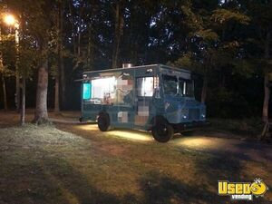 2004 Workhorse Step Van Turnkey Ready Mobile Kitchen Food Truck for Sale in Tennessee!