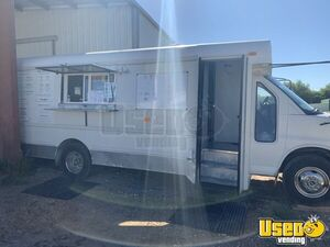 Ready to Roll 2006 GMC 23' Savana G3500 Short Bus Kitchen Food Truck for Sale in Texas!