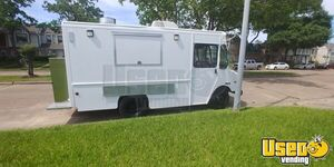 2003 Workhorse Diesel P42 Food Truck with an Unused Loaded Kitchen for Sale in Texas!