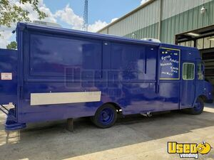 New 18' Step Van Kitchen Food Truck / Customizable Mobile Kitchen for Sale in Texas!