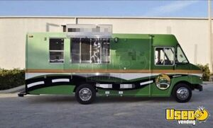 2007 - 25' Ford Workhorse Diesel Food Truck / Loaded Mobile Kitchen for Sale in Texas!!