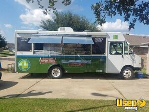 2002 Workhorse Food Truck Rolling Kitchen for Sale in Texas!!!