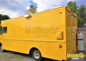 Super Neat Step Van Kitchen Food Truck / Used Mobile Food Unit for Sale in Utah!