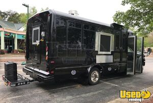 Fully Loaded Turnkey Ford Super Duty F-550 31' Kitchen Food Truck for Sale in Virginia!