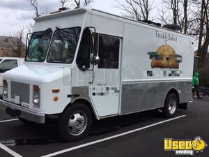 Low Mileage 2000 Workhorse P-32 Food Truck / Highly Reliable Mobile Kitchen for Sale in Virginia!