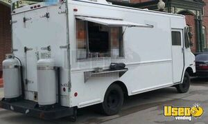Used 14' Chevrolet P30 Step Van Kitchen Food Truck / Mobile Food Unit for Sale in Wisconsin!