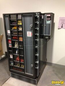 Antares Snack Soda Combo Vending Machine w/ Changer for Sale in Kansas!