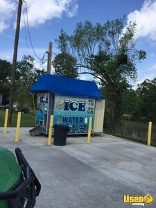 2011 Kooler Ice KI810 Bagged and Bulk Ice Vending Machine Kiosk for Sale in Louisiana!