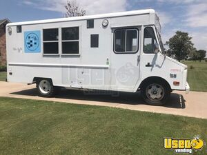 20' Chevrolet P30 Step Van Bakery Food Truck /  Mobile Food Unit in Great Shape for Sale in Texas!