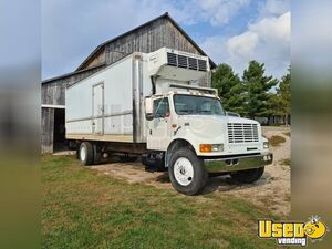 2000 International 4900 Reefer/Refrigerated Truck Thermo King for Sale in Michigan!