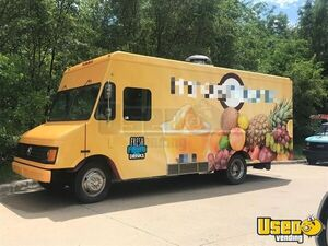 Chevrolet Express 3500 Beverage Truck / Used Mobile Drinks Truck in Great Shape for Sale in Kansas!