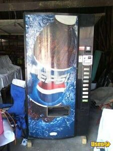 (1) - Dixie Narco 501E Electronic Soda Vending Machine!!!