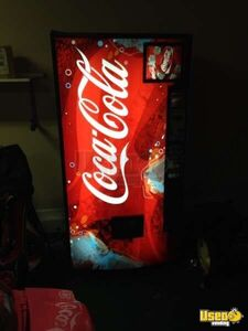 (1) - Dixie Narco DNCB 368CC Electronic Soda Vending Machine!!!