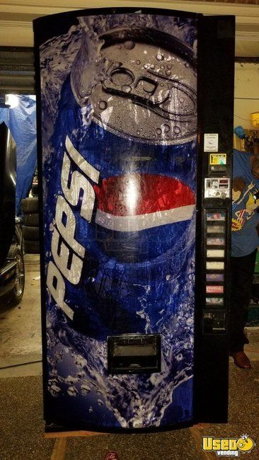 Dixie-Narco DNCB 440MC/252 Electrical Soda Vending Machine for Sale in Texas!