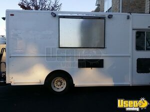 25' Workhorse Food Truck for Sale in Ohio!!!