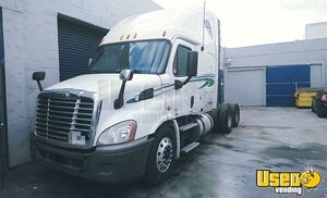 2011 Freightliner Cascadia Sleeper Truck Powered by a Detriot DD13 Engine for Sale in California!