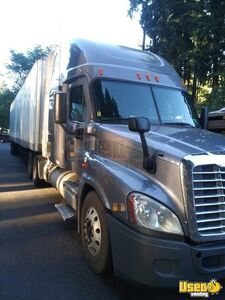 2010 Freightliner Cascade Single Exhaust Sleeper Cab / Used Semi Truck for Sale in California!