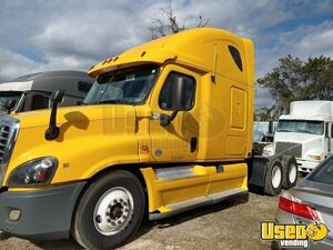 2013 Freightliner Cascadia 125 Double Bunk Sleeper Cab Semi Truck for Sale in Florida!