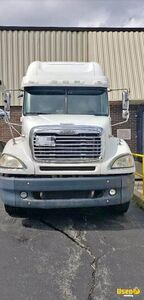Built to Last 2006 Freightliner Columbia Sleeper Cab/Good Condition Semi Truck for Sale in Illinois!