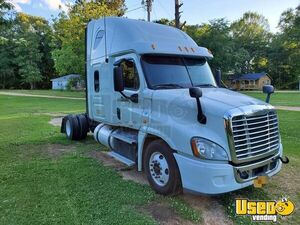 Ready for Action 2012 Freightliner Cascadia Sleeper Cab Semi Truck for Sale in Mississippi!