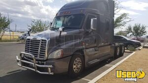 2015 Freightliner Cascadia Evolution Sleeper Cab Semi Truck Detroit DD15 AT for Sale in Nevada!
