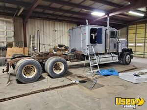 1988 Freightliner Classic Sleeper Cab / Dual Exhaust Cat Engine Semi Truck for Sale in North Dakota!