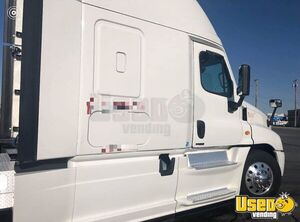 Well Maintained 2014 Freightliner Cascadia Sleeper Cab / Road-Ready Semi Truck for Sale in Texas!