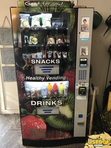 2018 Seaga HY2100 Healthy You Combo Snack & Drink Combo Vending Machines for Sale in Oregon 2 NEW!