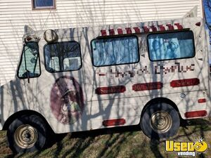 Vintage 1974 Chevy P30 Stepvan 10' Ice Cream Truck in Good Condition for Sale in Pennsylvania!