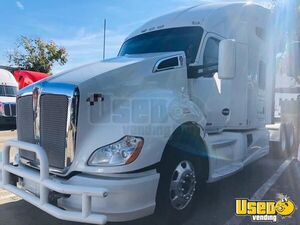 2015 Kenworth T680 Sleeper Cab Semi Truck Cummins ISX 13-Speed MT for Sale in California!