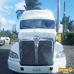 2012 Kenworth T700 Sleeper Cab Semi Truck Paccar MX Eaton Fuller MT for Sale in Florida!