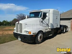 2006 Kenworth T600 Sleeper Cab Semi Truck Cat C15 10-Speed for Sale in Oklahoma!