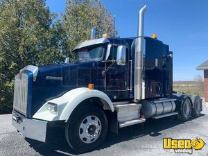 2013 Kenworth T800 Sleeper Cab Semi Truck 500hp Cummins ISX 18-Speed for Sale in Ontario!